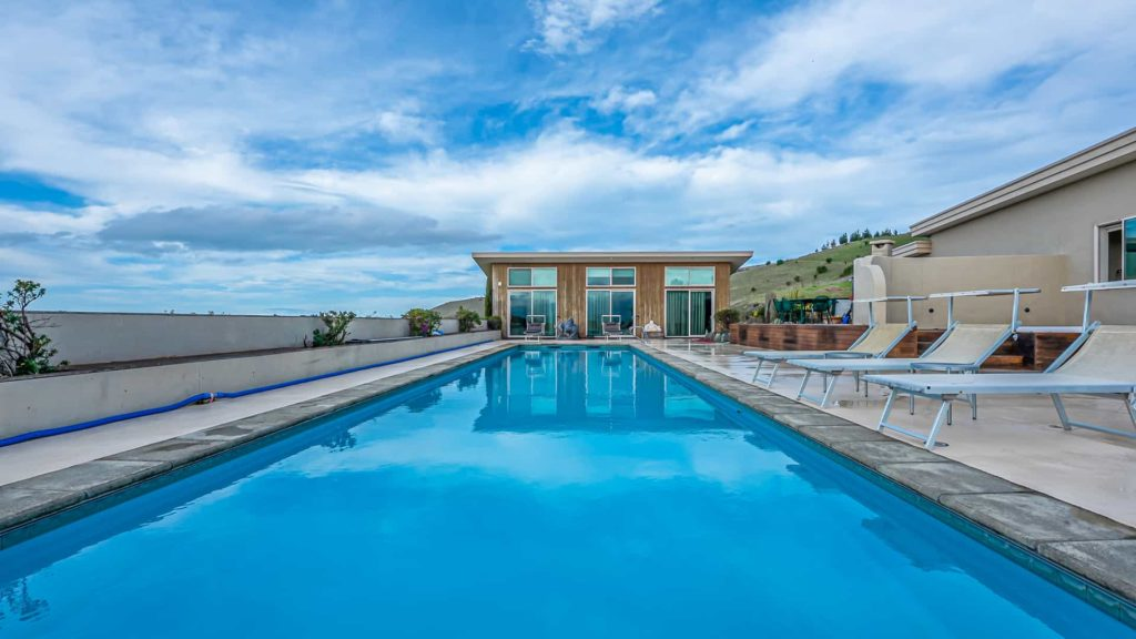 chagall-suite-bed-vacation-rental-in-bleinhem-new-zealand-mountainview-villa-nz