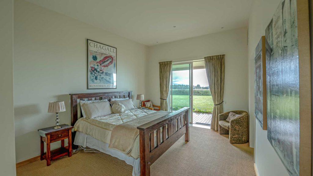 chagall-suite-door-vacation-rental-in-bleinhem-new-zealand-mountainview-villa-nz