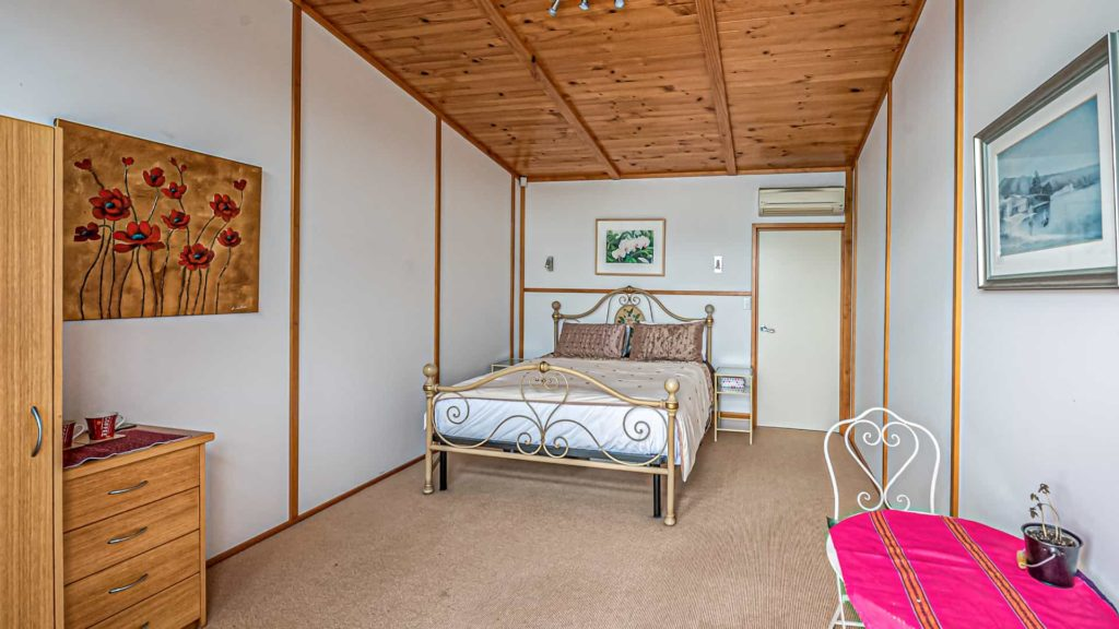 cloudy-bay-suite-main-vacation-rental-in-bleinhem-new-zealand-mountainview-villa-nz