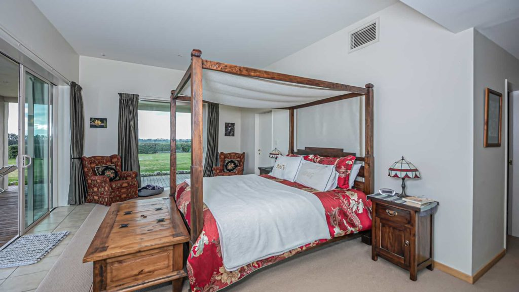 mountainview-suite-bed-side-vacation-rental-in-bleinhem-new-zealand-mountainview-villa-nz